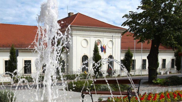 Nemesi lak, tanácsháza, városháza – a várossá válás utáni években újult meg Dunaharaszti mai Polgármesteri hivatala